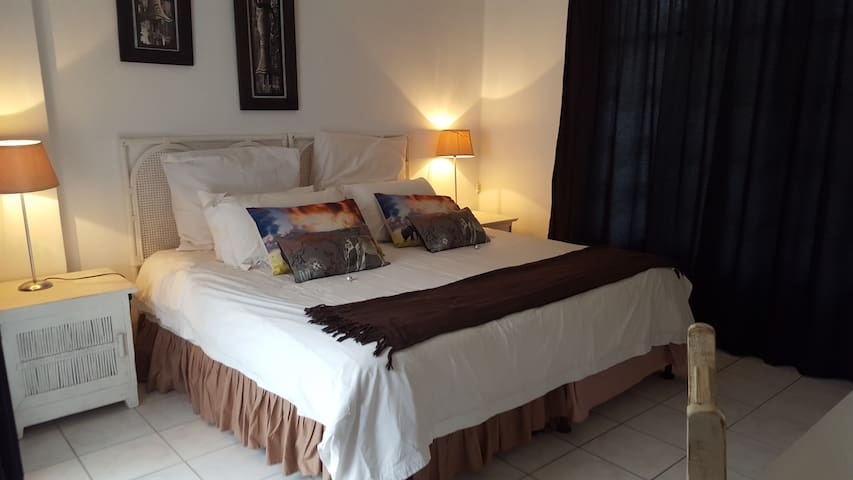 Old n New BnB, Umhlanga - Rock the Clock - Umhlanga - Bed & Breakfast