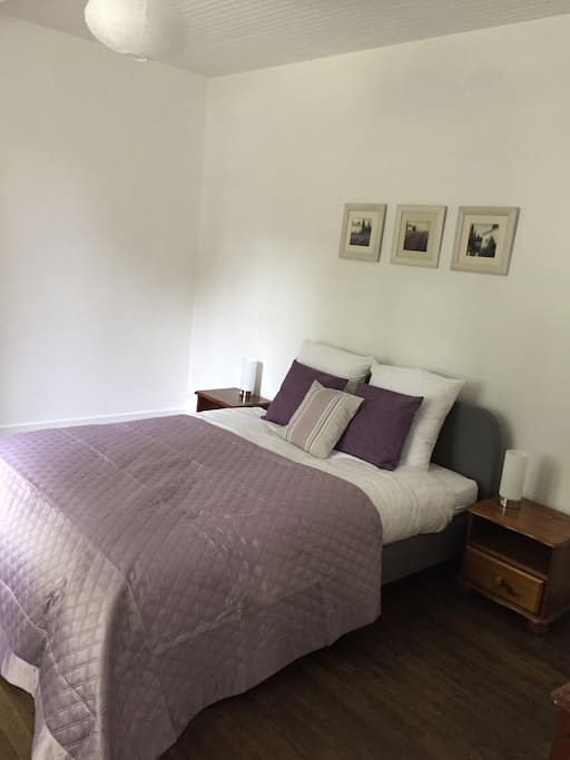 Lavender and crisp white, Egyptian cotton linens and colour coordinated touches for a comfortable stay in this king size room. A single bed and cot can easily be accommodated. View to the garden and patio area.