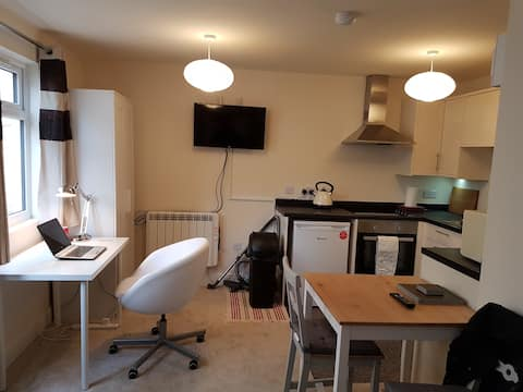 Well equipped studio flat near city centre