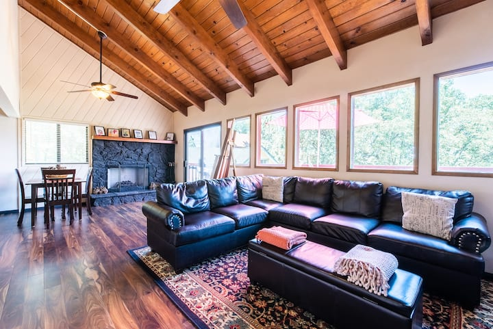 Newly Painted Cozy Mountain Retreat