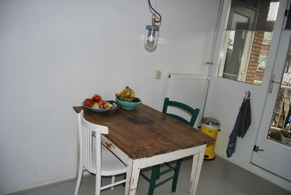 A little table in the kitchen for breakfast