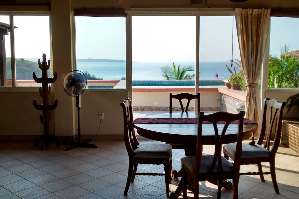 Dinningtable and terace with Dip in pool and amazing ocean views right above the Carizallio bay