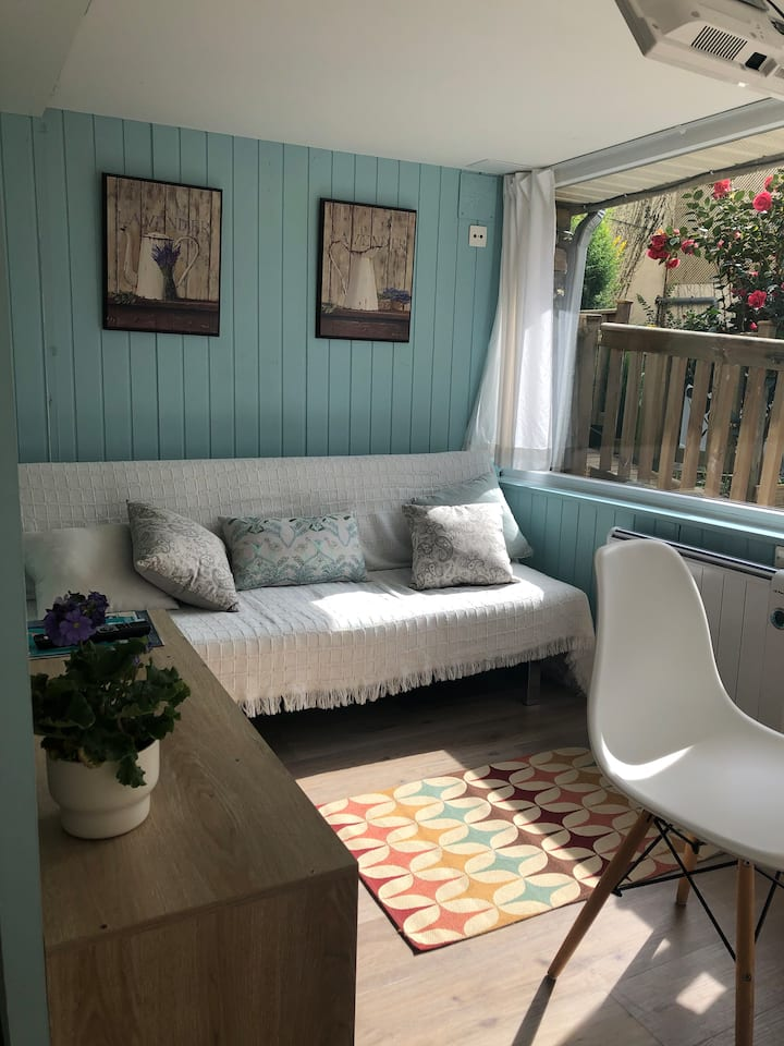 Casa con jardín y piscina climatizada