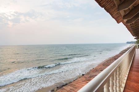 Onetree Premium SeaView Room - Vypin - Villa