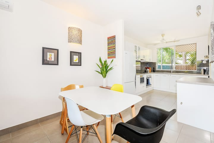 Family friendly home close to CBD + free WiFi