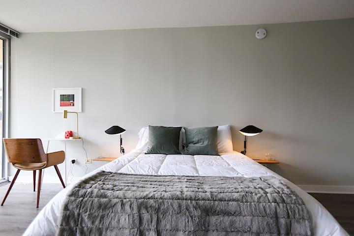 River North Luxury Suite No.1 by Zencity