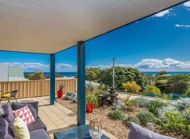 3 rooms in gorgeous seaview home by the beach - Quinns Rocks