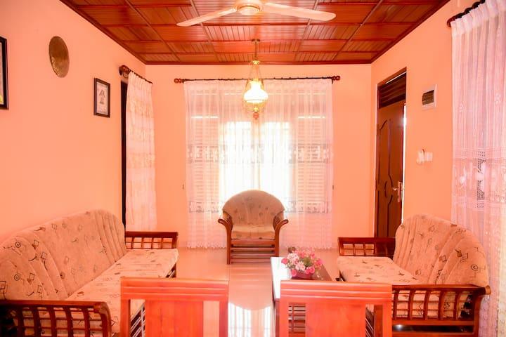 Nisansala Holiday Inn, Karapitiya