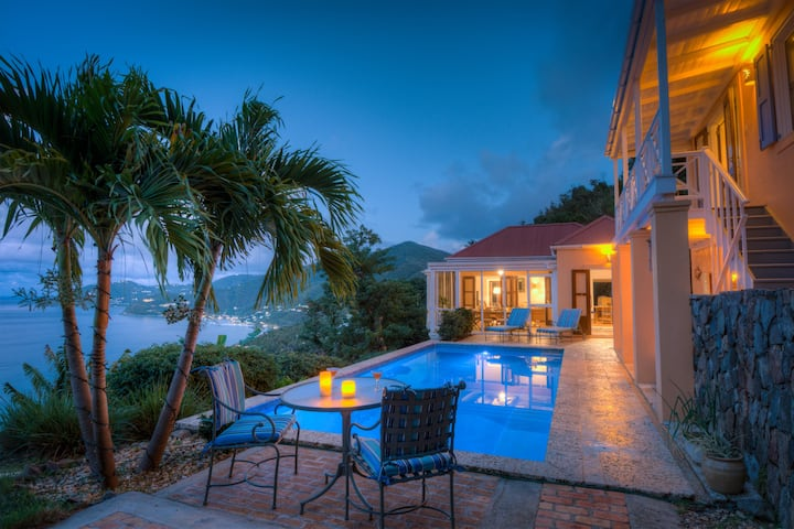 GORGEOUS 3 BED AZURE VISTA VILLA with POOL