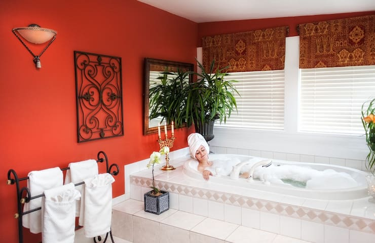 Persia Suite at the Villa Marco Polo Inn