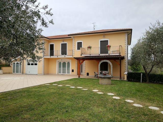 Casa Vacanze Valcomino appartamento con giardino 2