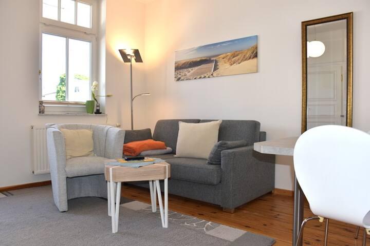 Jede Wohnung ist mit einem Smart TV und einer FRITZ!box 6490 ausgestattet. Damit können Sie auf jedem W-Lan Gerät auch Fernsehen