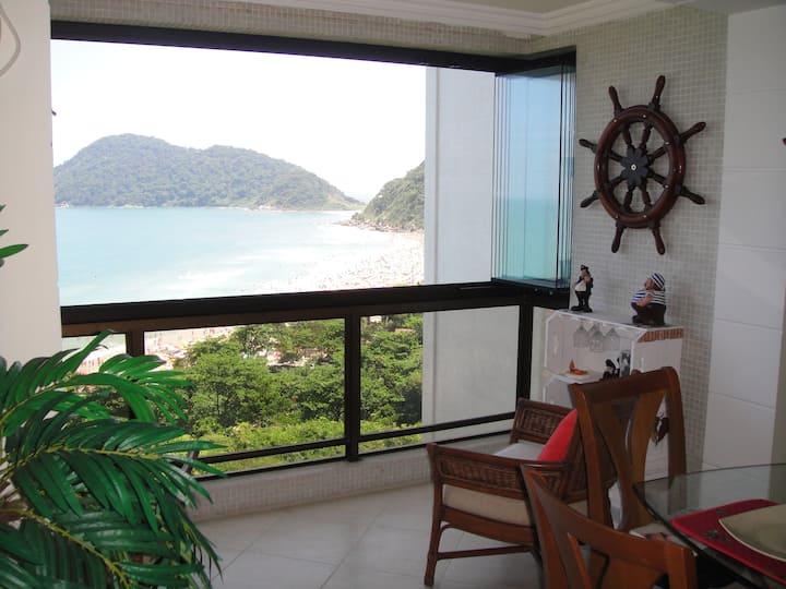 Apartamento com linda vista na Praia do Tombo
