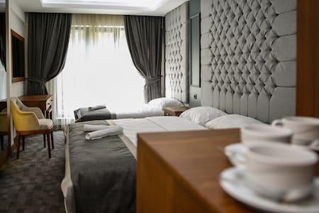 New Gate Hotel / Private Room