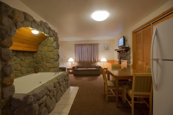 Indoor Jacuzzi / Walk to Village - Big Bear Lake - Apto. en complejo residencial