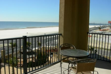 Beautiful large condo on a white sandy beach (307) - 格爾夫波特(Gulfport)