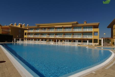 Apartment with pool and tennis near the beach - Silveira