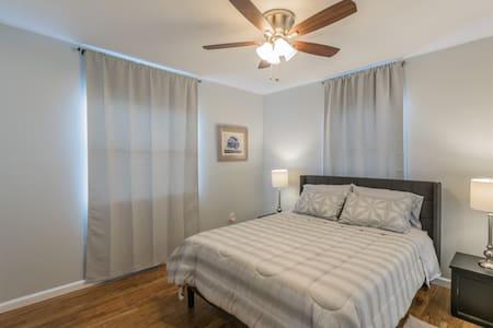 Cozy private home (duplex) with beautiful decor