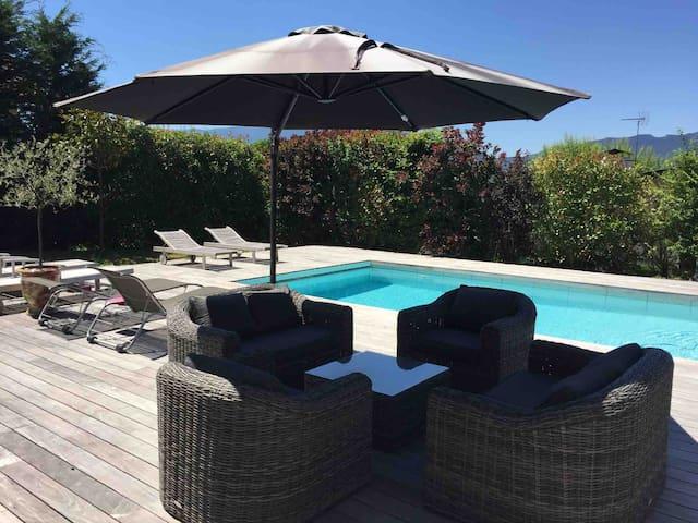 Coquet studio piscine