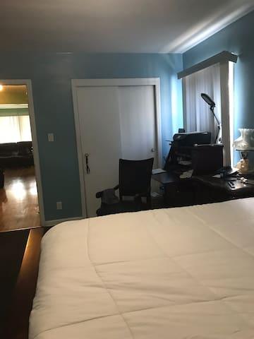 Beuty full  bedroom  Queens size bed