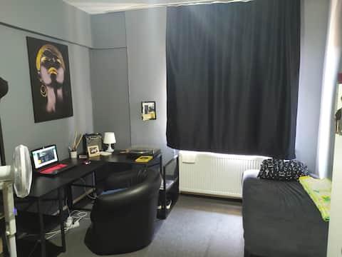 Merkezi konumda kendi odamı kiraya veriyorum