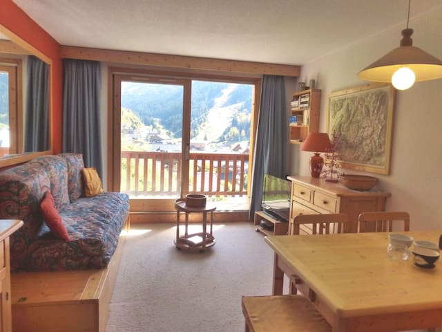 Ski in/ski out 2 rooms apartment  in the center of Méribel next to the shops and restaurants