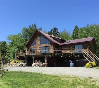 Log home in rural setting with view - Bucksport - Ev