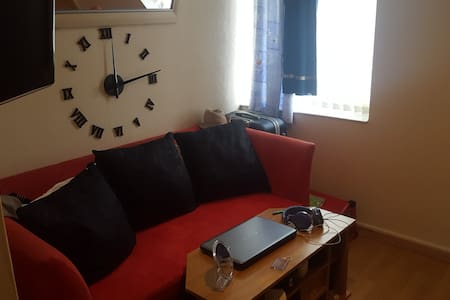 A lovely, quiet apartment minutes from City Centre - Bootle - Apartment