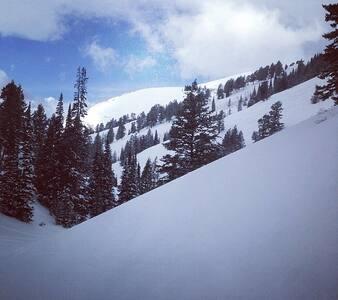 Ski In-Ski Out on the legendary Powder Mountain!