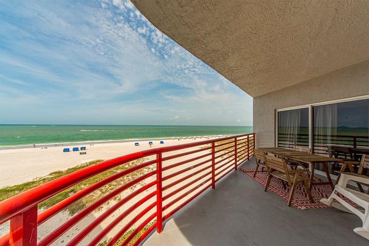 Top Floor Luxury 1400 sq ft - Direct Beachfront Views  - Free WiFi - Crimson  - #301 Crimson Condos