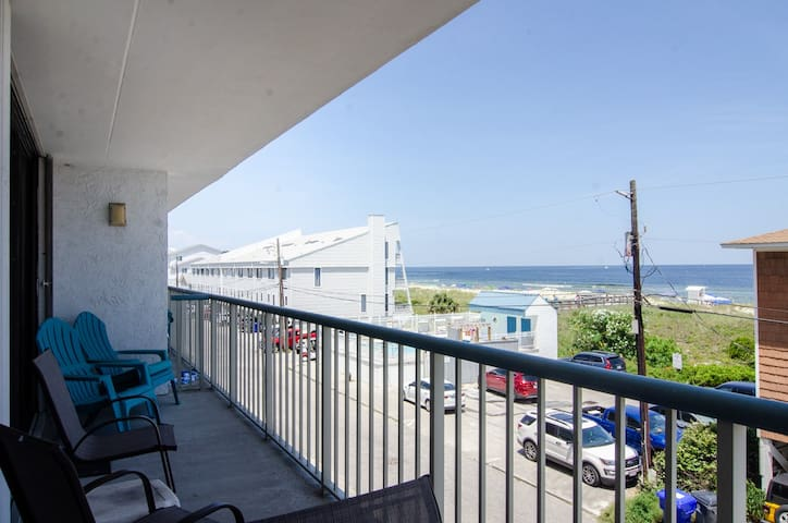 Paradise Found-Oceanview condo with an elevator, pool, and is Pet friendly