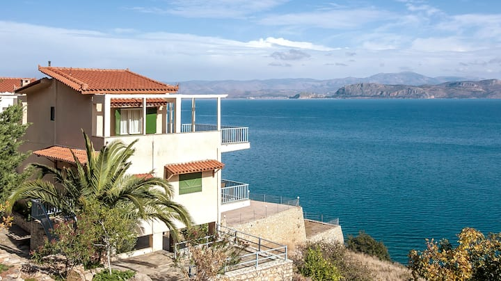 Seaside maisonette in Kiveri, near Nafplion.
