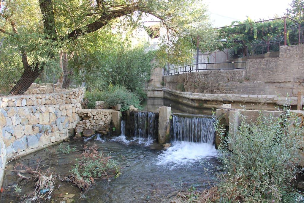 Small waterfalls along the river at Chouchene