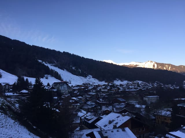 Central Morzine location, excellent access & views