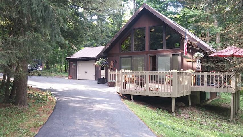 Cozy Ski Chalet Located across from Kissing Bridge - Glenwood - Bungalo