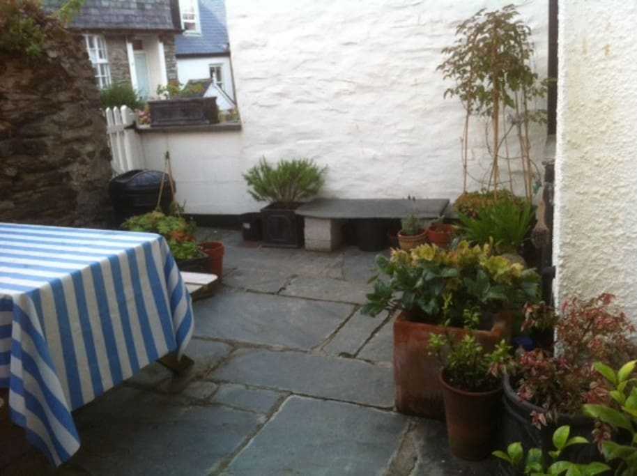 Courtyard with picnic table at the back ... Which quaintly faces Dolphin Street