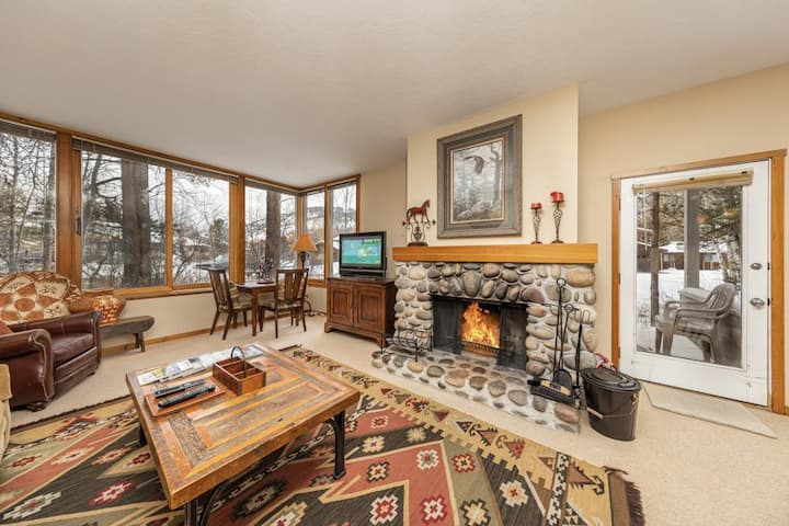 Yampa 2414: The Aspens-Beautiful Sunny 1st Fl Condo-Large Family Rm