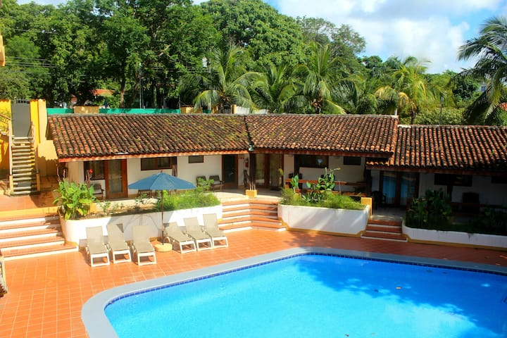 Tamarindo Beach Villa - Downtown next to the Beach