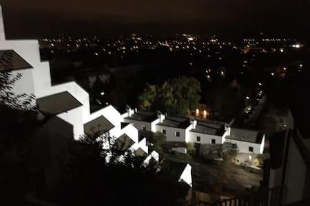 Wohnung mit tollem Blick auf Landshut - Altdorf - Huoneisto