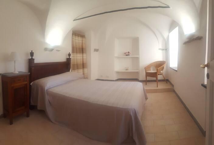 Camera da letto matrimoniale (letto ad una piazza e mezza).