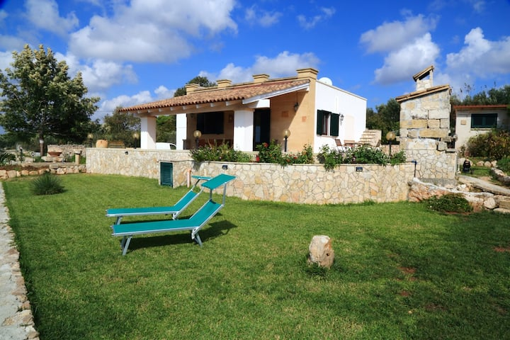 House with 2 bedrooms in Salve, with wonderful sea view, enclosed garden and WiFi - 2 km from the beach
