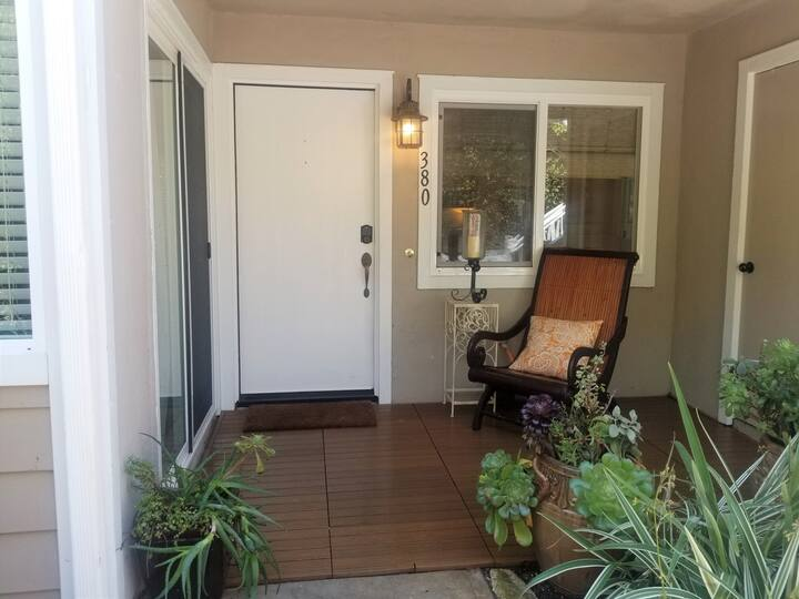 Steps from Orange County Beach and Pet Friendly