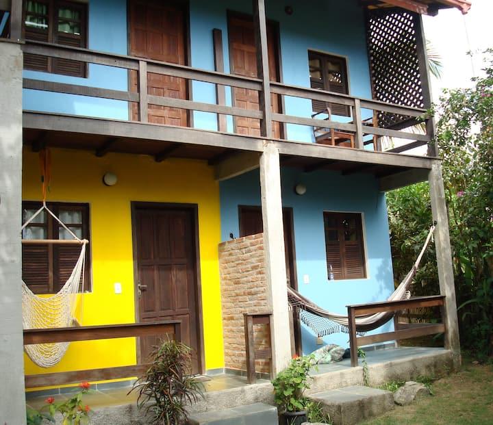 Pousada Casa do Val e da Thais  com muito verde