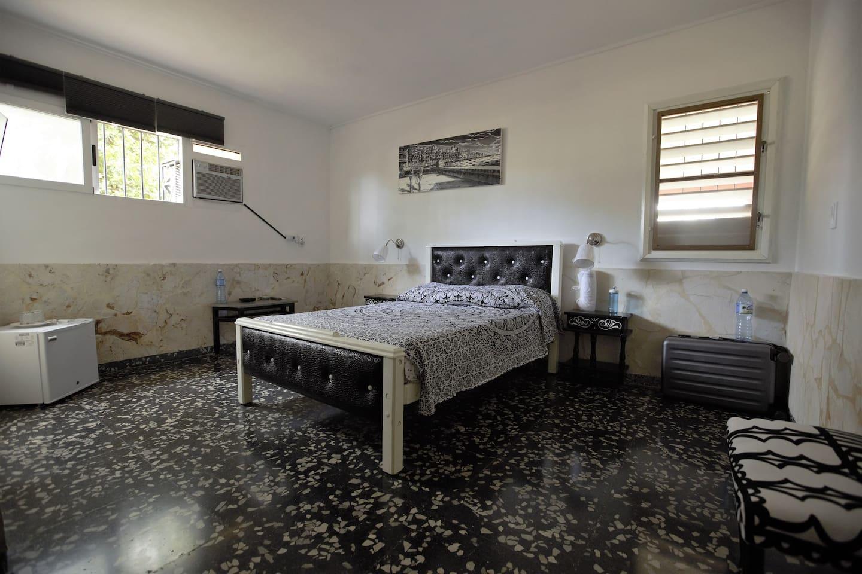 Habitación Privada con baño interior. Private Room with bathroom.