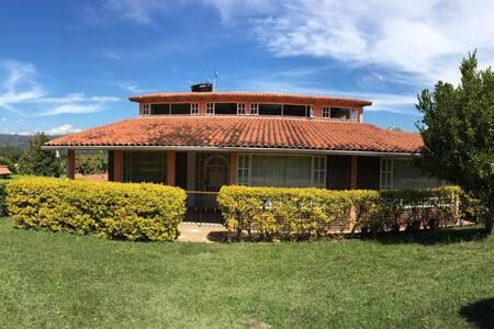 Hermosa Cabaña Campestre en Moniquirá, Boyacá.