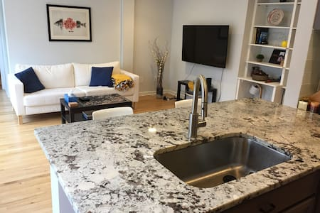 Modern DC Apt. with a Great View! Central Location - Washington - Apartment