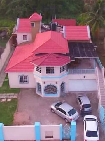 The Angels Guest House: 7Bd  6.5Bath Mansion.
