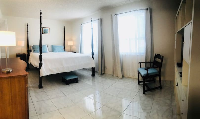 2 BEDROOMS/2 BATH APARTMENT, FORT LAUDERDALE BEACH