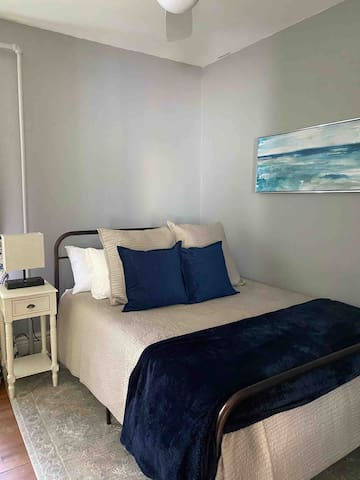 Bedroom 3 - Queen bed