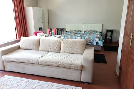 LARGE ROOM (35M2) DOUBLE BED. CLOSE TO SISLI METRO